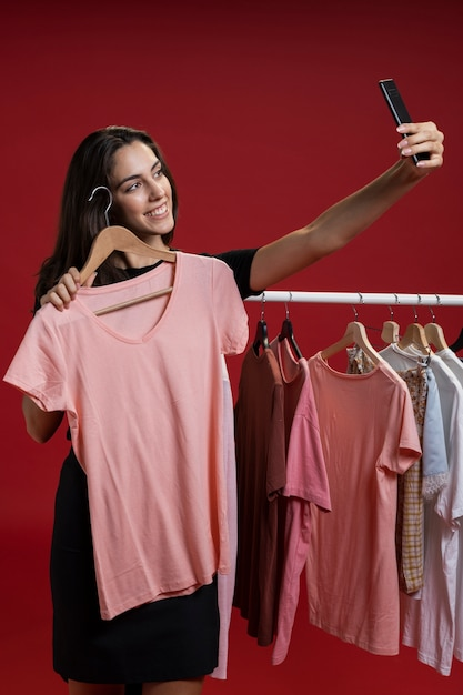 Front view woman taking a selfie with a pink t-shirt Free Photo