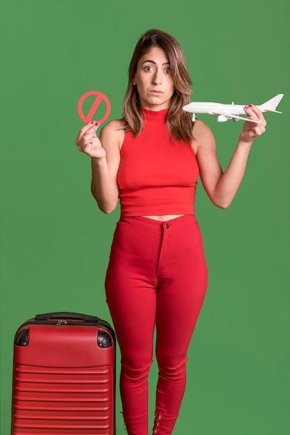 赤い服を着て正面女 無料写真
