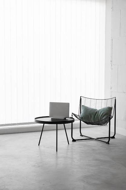 전면보기 직장 의자 및 테이블 무료 사진