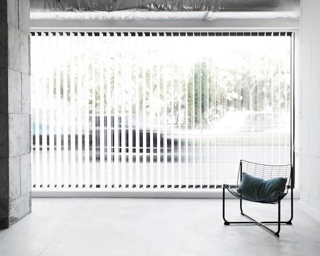 창 옆 전면보기 직장 의자 무료 사진
