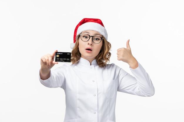 흰 벽 돈 간호사 새 해에 은행 카드를 들고 전면보기 젊은 여성 의사 무료 사진
