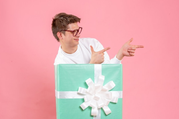 Front view young male in white shirt with present on a pink background Free Photo