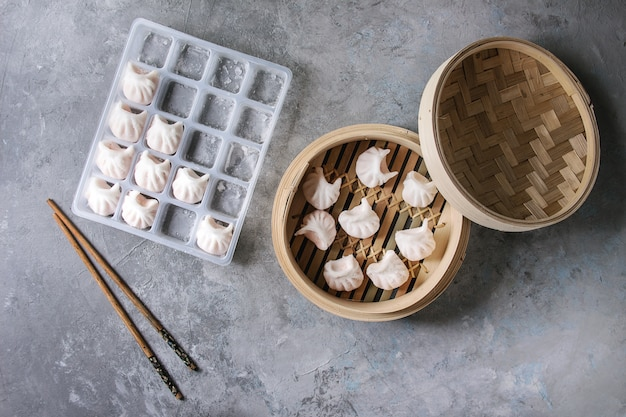 Frozen asian steam dumplings Premium Photo