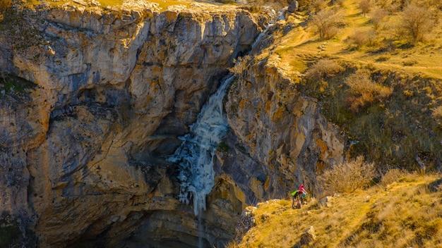 Frozen gollorio waterfall 2 Premium Photo