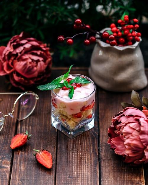 Fruit dessert with yogurt and cranberries Free Photo