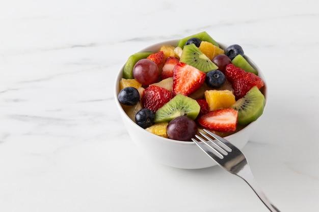 Spuntino di frutta in una ciotola Foto Gratuite