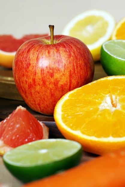 Frutta e verdura accostate l'una all'altra Foto Gratuite