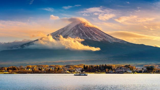 日没時の富士山と河口湖、秋の山梨県の富士山。 無料写真