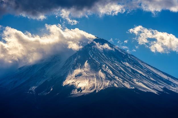 Гора фудзи в японии. темный тон. Бесплатные Фотографии