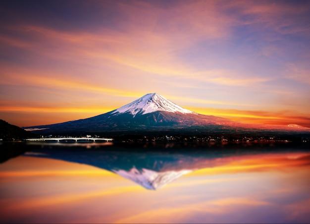 Fuji mountain and kawaguchiko lake. Premium Photo