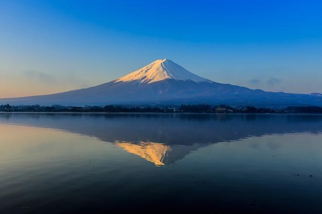 Fuji mountain and lake in morning light Premium Photo