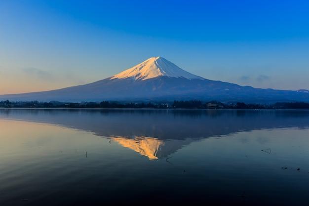 Fuji mountain reflect n lake kawaguchigo Premium Photo