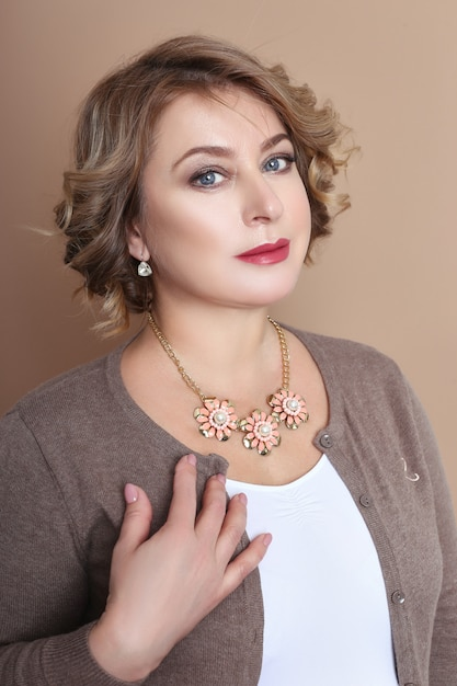 Full beautiful woman, confident successful woman Premium Photo