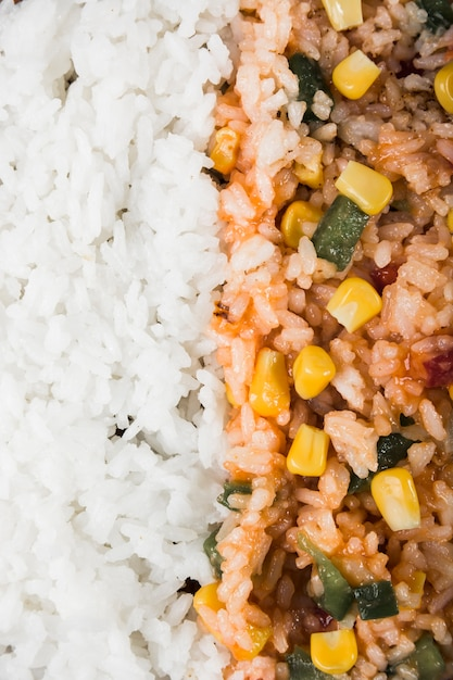 Full frame of steamed rice and fried rice with corn seed and bell pepper Free Photo