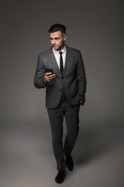 Мужчина в костюме в полный рост работа для девушек в красноярске с ежедневной оплатой без опыта