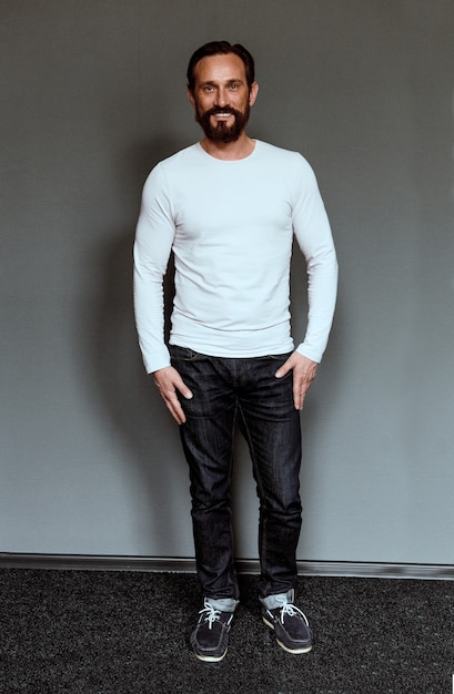 Full length portrait of mid aged smiling beardy actor. Premium Photo