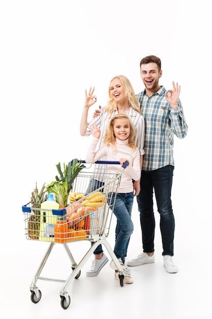 Ritratto integrale di una famiglia sorridente Foto Gratuite
