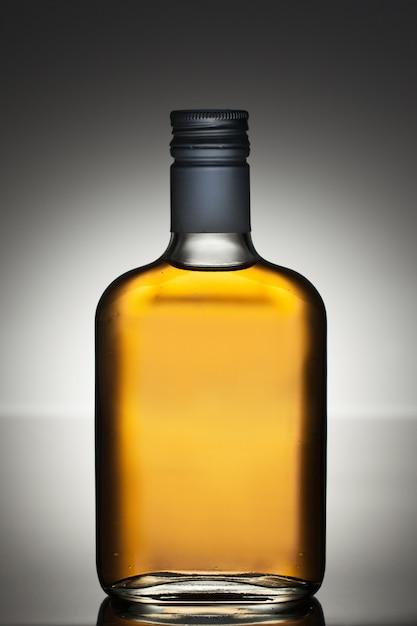 Полная бутылка ликера Бесплатные Фотографии