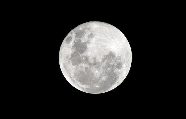 Полная луна в темную ночь Premium Фотографии