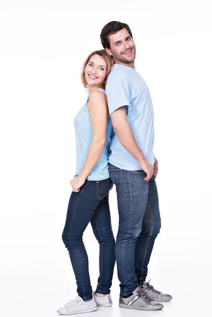Полный портрет счастливой пары изолированы Бесплатные Фотографии