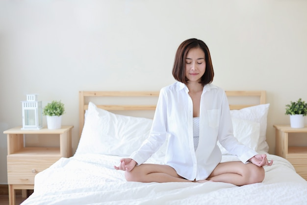 Full shot beautiful healthy asian woman in white shirt Premium Photo