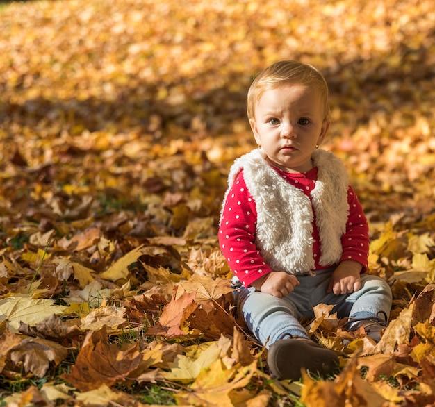 Full shot little girl posing outdoors Free Photo
