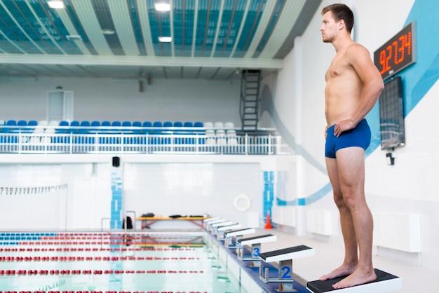 Full shot of male swimmer Free Photo