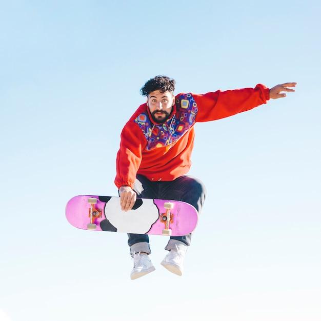 Full shot of man doing tricks Free Photo