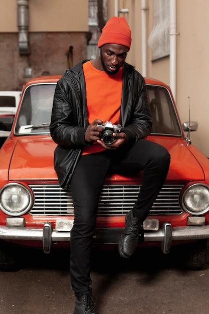 Full shot of stylish photographer Free Photo