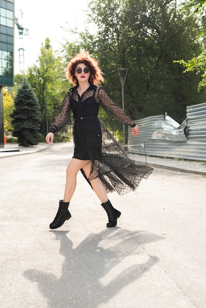 Full shot of woman on the move Free Photo