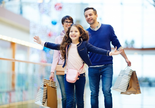 Fun during shopping Free Photo