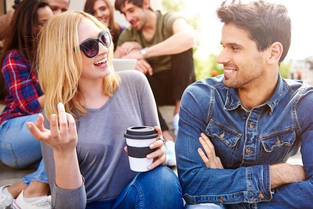 Divertimento e amicizia. non è una giornata perfetta? Foto Gratuite