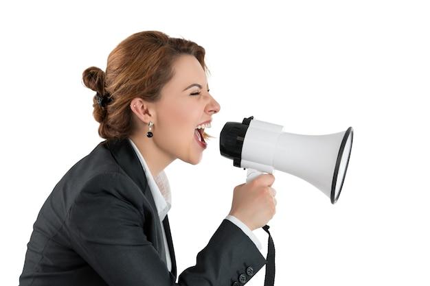 メガホンで叫んで面白いビジネス女性。プロフィールの肖像画 Premium写真