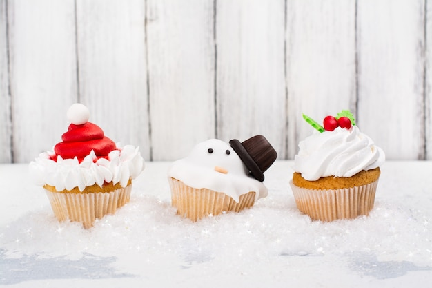 Funny christmas cup cakes Premium Photo
