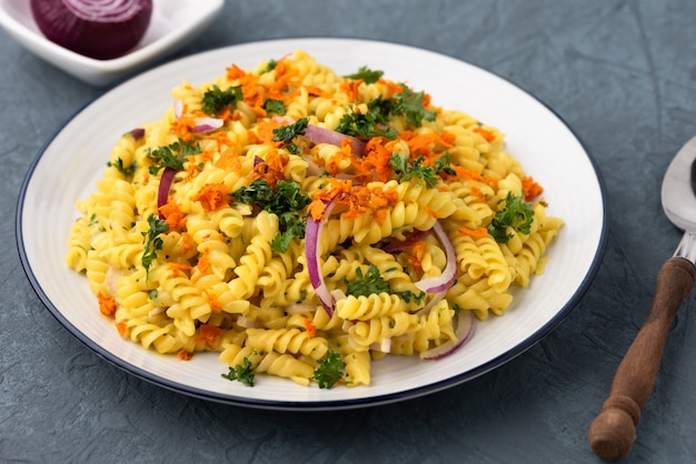 Fusilli with vegetables in herb sauce Premium Photo