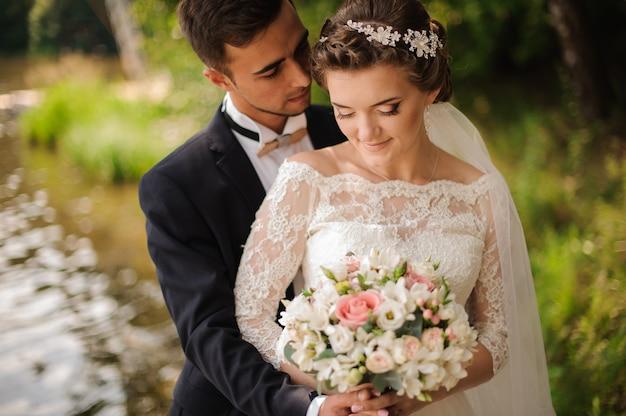 花嫁を受け入れる花gの肖像画 Premium写真