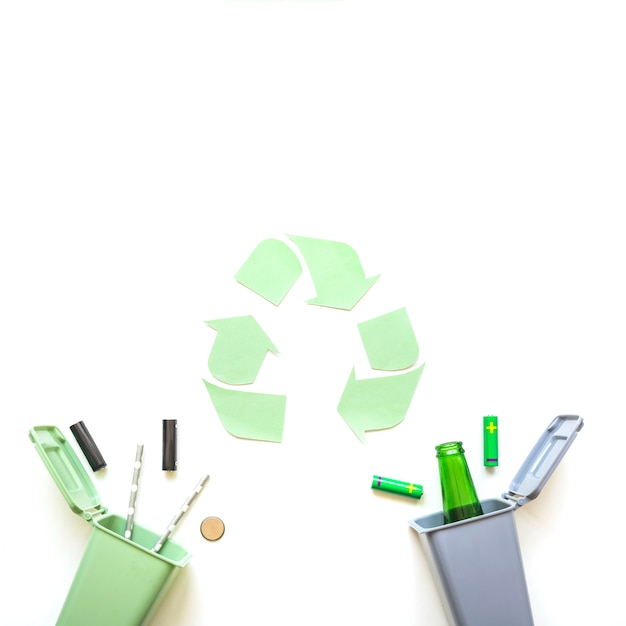 Garbage bins with batteries and recycle sign Free Photo