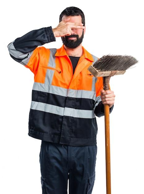Человек-мусор закрывает глаза Бесплатные Фотографии