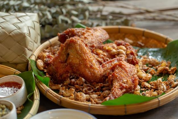 Garlic fried chicken over a wooden table Premium Photo