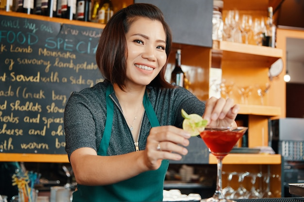 Garnishing cocktail glass Free Photo