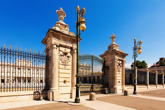 Gate of royal palace. madrid Free Photo
