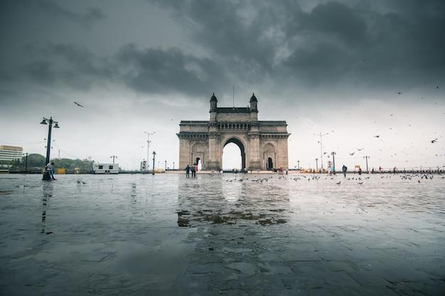 Gateway of mumbai in india Premium Photo