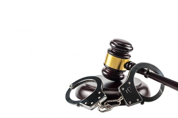 Gavel and handcuff Premium Photo