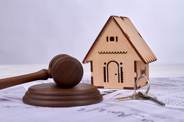 Gavel with house model and keys. Premium Photo