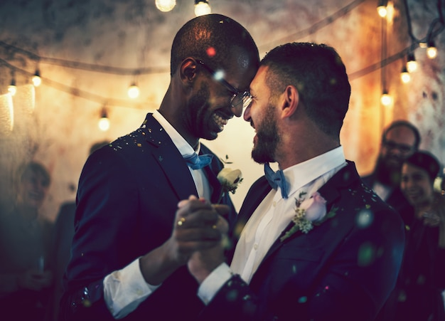 Gay couple dancing on their wedding day Premium Photo