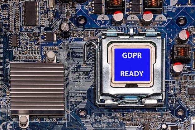 コンピューターのマザーボード上のラベルgdpr readyを持つcpu Premium写真