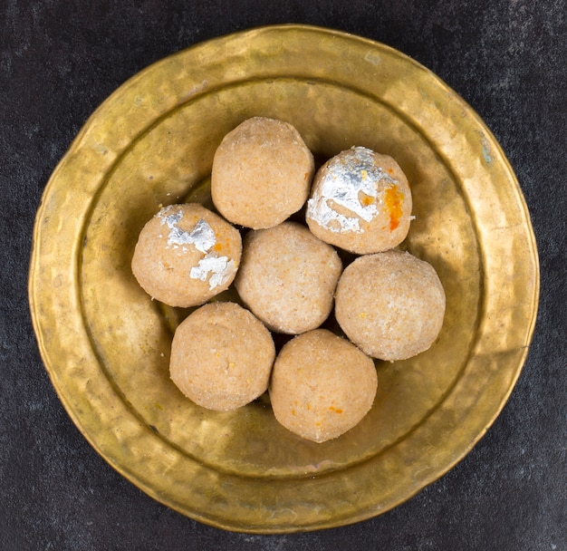 Gehu ke ladduインド伝統の甘い食べ物 Premium写真