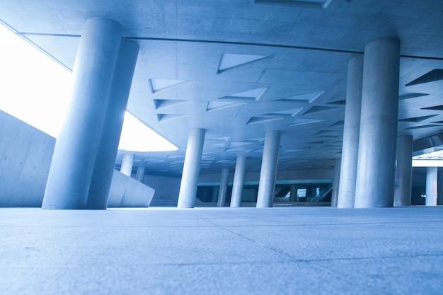 Geometric building with columns Free Photo