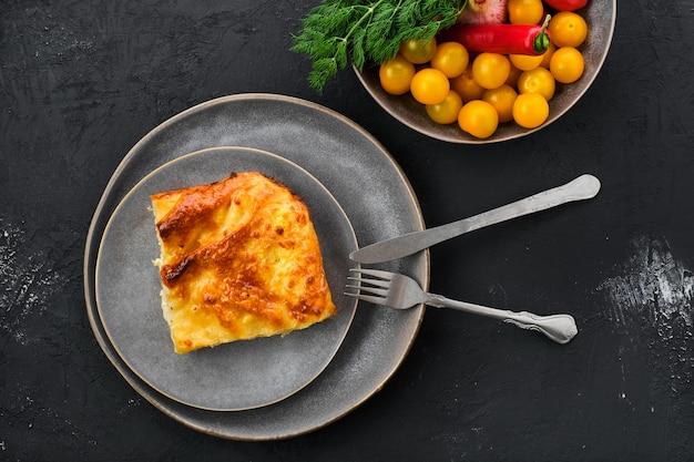 グルジアのパイとチーズachma Premium写真