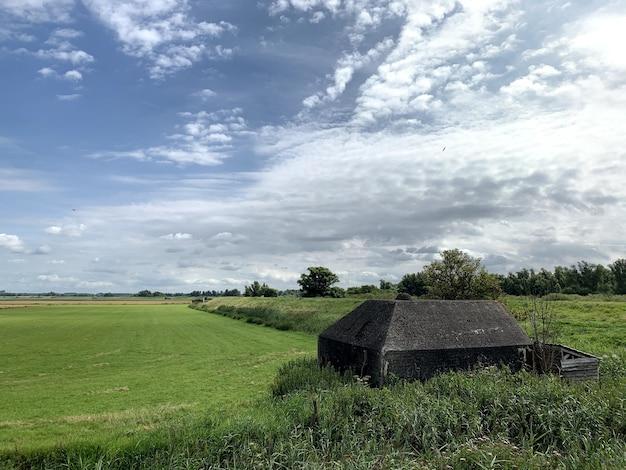 ドイツの掩蔽壕、防御壁の一部としてのオランダの風景の砲廓 無料写真